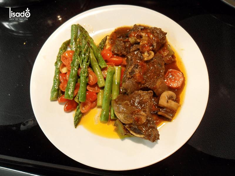 Măng tây kho thịt